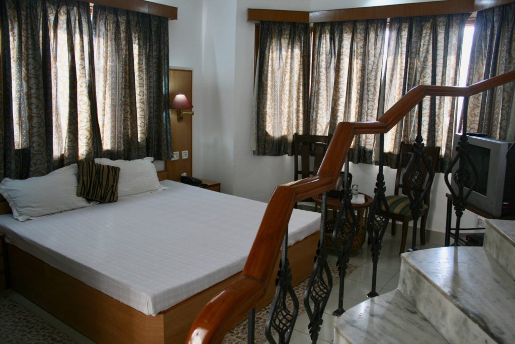 1) Budget room for 2 guests (weekly price)