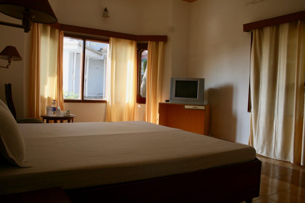 2) Low-cost spacious room for 2 guests (weekly price)